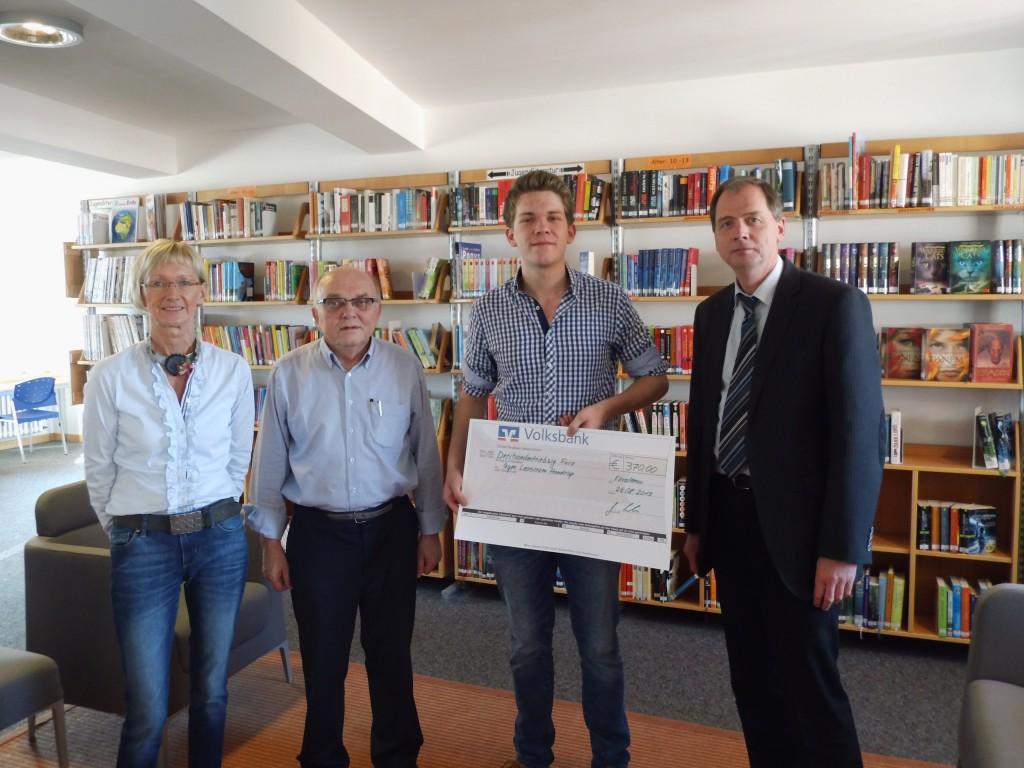 Abitur Scheckübergabe - DSCI0254-gut