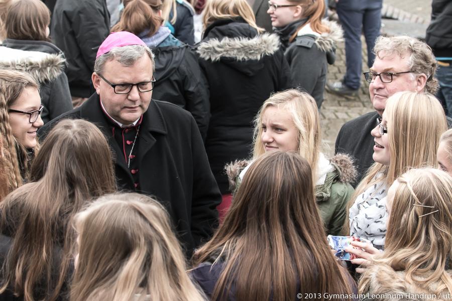15: November 2013: Bischof Dr. Franz-Josef Bode besucht das Leoninum.
