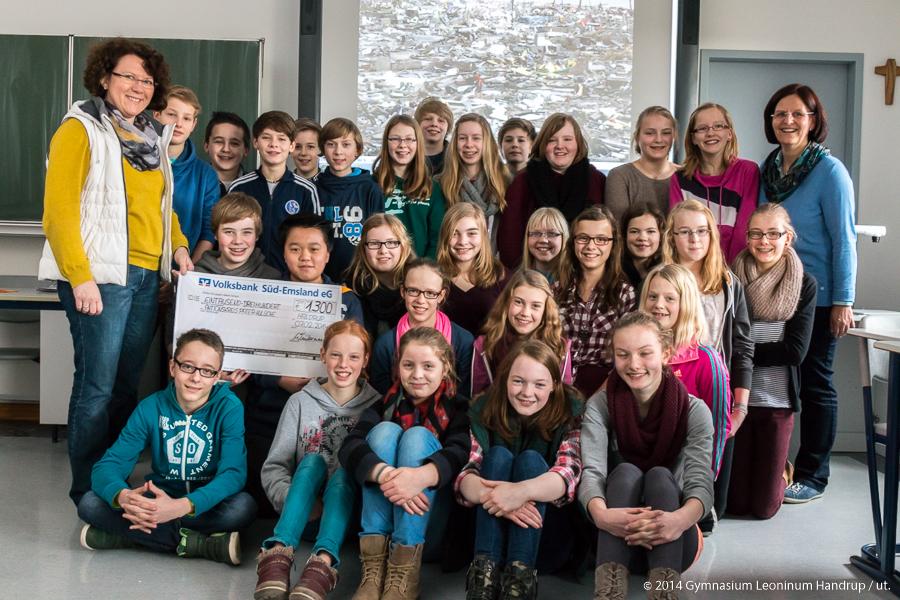 1300 Euro für den Aktionskreis Pater Kulüke von der Klasse 7e