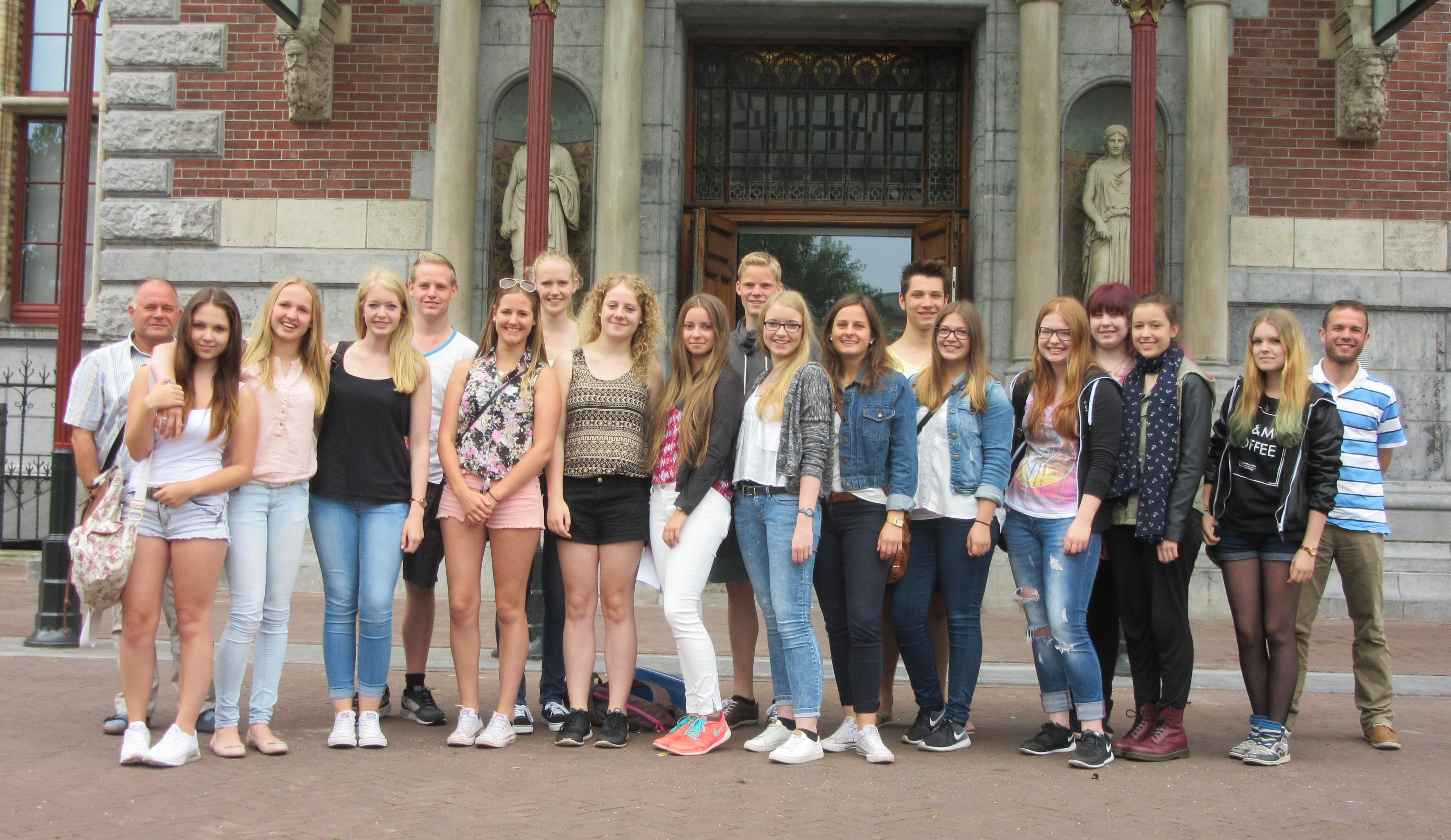gruppe vor dem rijksmuseum(1)
