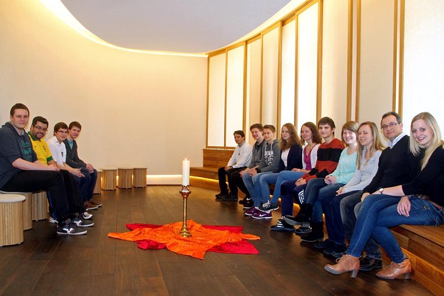 Regelmäßig traf sich die Gruppe während des Klosterwochenendes im Meditationsraum der Schule.